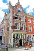 An old building with an antique shop. Netherlands, Delft — Stock Photo