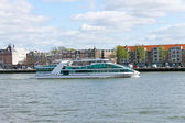 Tourist boat on the river Maas in Rotterdam. Netherlands — Stock Photo