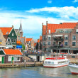 Tourist boat in the port of Volendam. Netherlands — Stock Photo
