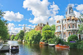 Beautiful mansion on a canal in Amsterdam. Netherlands — Stock Photo