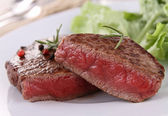 Grilled beefsteak and vegetable — Stock Photo