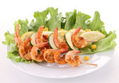 Grilled shrimp and salad — Stock Photo