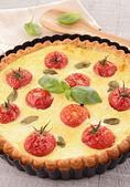 Cherry tomato and basil quiche — Stock Photo