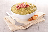 Bowl of split pea soup and bacon — Stock Photo