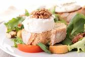 Pane e insalata di formaggio di capra — Foto Stock