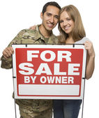 Military Couple Holding A For Sale By Owner Sign — Stock Photo