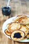 Crêpes au caviar noir — Photo