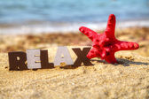 Wooden word 'Relax' with red starfish — Zdjęcie stockowe