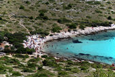 Beach on Kornati island with lots of tourist — Stock Photo