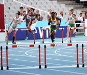 BARCELONA, SPAIN - JULY 14: athletes compete in the 400 meters hurdles semi-final on the 2012 IAAF World Junior Athletics Championships on July 14, 2012 in Barcelona, Spain. — Stock Photo
