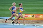 巴塞罗那,西班牙-7 月 14 日: (l-r) 指甲花 palosaari 和 nataliia bashly 竞争对 2012年国际田联世界青年田径锦标赛女子 800 米全能项目 2012 年 7 月 14 日在西班牙巴塞罗那. — 图库照片