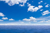 Beautiful sea and blue sky — Stock Photo