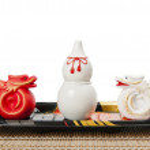 Ceramic white gourd with two ceramic dragons — Stock Photo