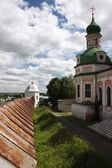 Russia, Yaroslavl region, Pereslavl. Goritskii Monastery Uspensky Cathedral and fortress wall. — Stock Photo