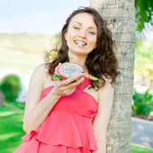 Vacation woman enjoying exotic fruit in tropical resort. Gorgeou — Stock Photo