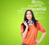 Jonge vrouwelijke student permanent en denken wat beroep aan ch — Stockfoto