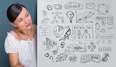 Mujer de negocios joven pensando en sus planes — Foto de Stock