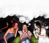 Donna deve scegliere tra il diavolo o angelo — Foto Stock