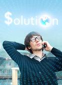 Homem de negócios, falando o telefone no escritório dele e ordenação digital então — Foto Stock
