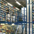 Big warehouse storage room with boxes and shelves - Foto Stock