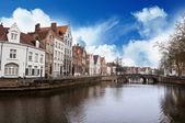 Canal e rua da cidade de bruges — Fotografia Stock