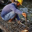 Thailand, Bangkok, a thai welder working at the contruction of a bridge on the Chao Phraya river — Stock Photo #10900856