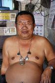 Tailandia, bangkok, retrato de un hombre tailandés en un mercado local — Foto de Stock