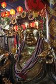 Thailand, bangkok, oude gouden Boeddhabeeld in e boeddhistische tempel — Stockfoto