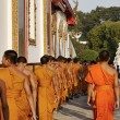 Thailand, Bangkok, young Buddhist monks in a Buddhist temple — Stock Photo