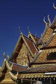 Thailand, chiang mai, prathat doi suthep, temple bouddhiste, ornements sur le toit du temple — Photo