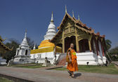Thailand, Chiang Mai, Phra Thart doi suthep temple (Wat Phra Thart Doi Suthep), a Buddhist monk walks in the temple — Stock Photo