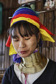 Thailand, Chang Mai, Karen Long Neck hill tribe village (Kayan Lahwi), Long Neck woman in traditional costumes. Women put brass rings on their neck when they are 5 or 6 years old and increase the numb — Stock Photo