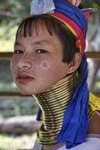 Thailand, Chang Mai, Karen Long Neck hill tribe village (Kayan Lahwi), Long Neck woman in traditional costumes. Women put brass rings on their neck when they are 5 or 6 years old and increase the numb — Stockfoto