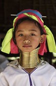 Thailand, Chiang Mai, Karen Long Neck hill tribe village (Kayan Lahwi), Long Neck young girl in traditional costumes. Women put brass rings on their neck when they are 5 or 6 years old and increase th — Stock Photo