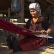 Thailand, Chiang Mai, Karen Long Neck hill tribe village (Kayan Lahwi), a Karen woman in traditional costumes is making a carpet — Stock Photo #11370706