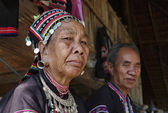 Thailand, Chiang Mai, Karen Long Neck hill tribe village (Kayan Lahwi), Karen couple in traditional costumes — 图库照片