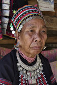 Thailand, Chiang Mai, Karen Long Neck hill tribe village (Kayan Lahwi), Karen woman in traditional costumes — Stock Photo