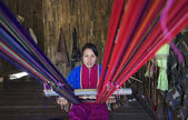 Thailand, Chiang Mai, Karen Long Neck hill tribe village (Kayan Lahwi), Karen woman making a carpet — Stock Photo