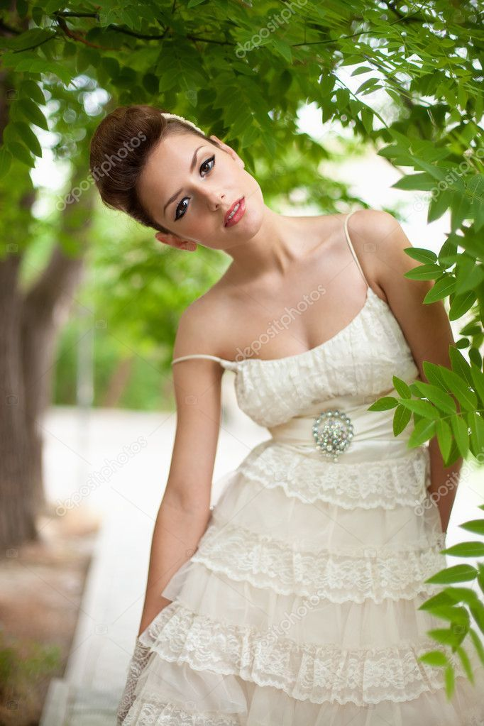 Very beautiful brunette in a wedding dress. Rero style — Stock Photo #11527461