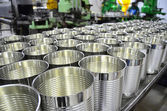 Aluminium Cans in factory warehouse — Stock Photo