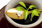 Stevia rebaudiana, ondersteuning voor suiker, tabletten — Stockfoto