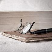 Barevné tužky na notebook — Stock fotografie