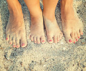 Feet of child and mom — Fotografia Stock