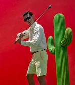 Hombre jugando al golf — Foto de Stock