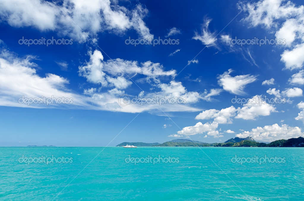 Beautiful tropical sea under the blue sky. — Stock Photo #11161776