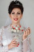 Bruid met bruiloft boeket — Stockfoto