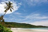 Beautiful tropical beach and sky — Stock Photo