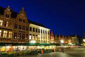 Маркт (рыночная площадь) Брюгге в сумерках — Стоковое фото