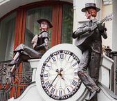Statues with clock — Stock Photo