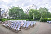 Cadeiras no parque da cidade, Londres — Fotografia Stock